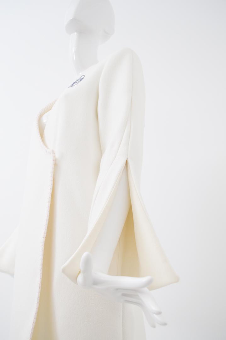 manteau blanc bord rose 2