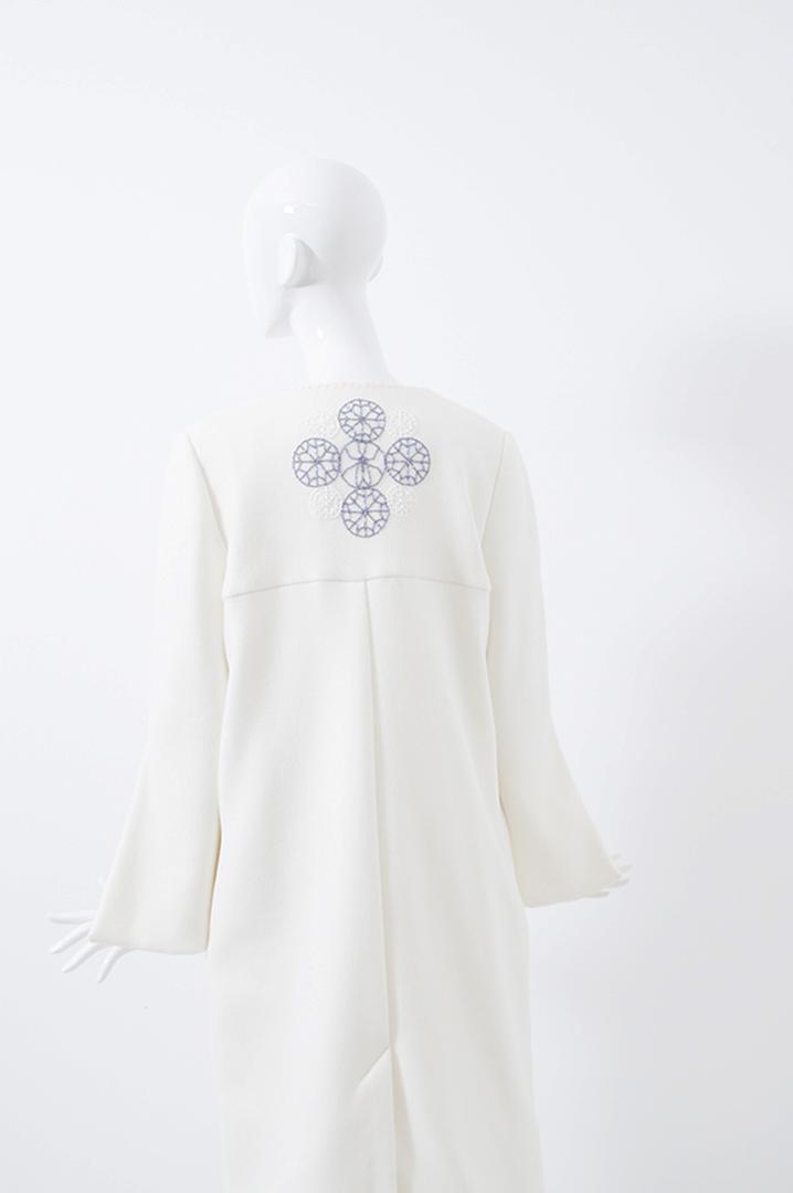 manteau blanc bord rose 3