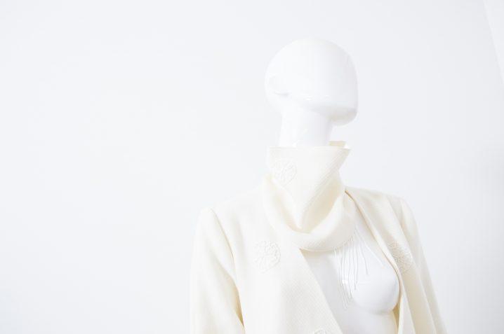 manteau blanc brodé 4