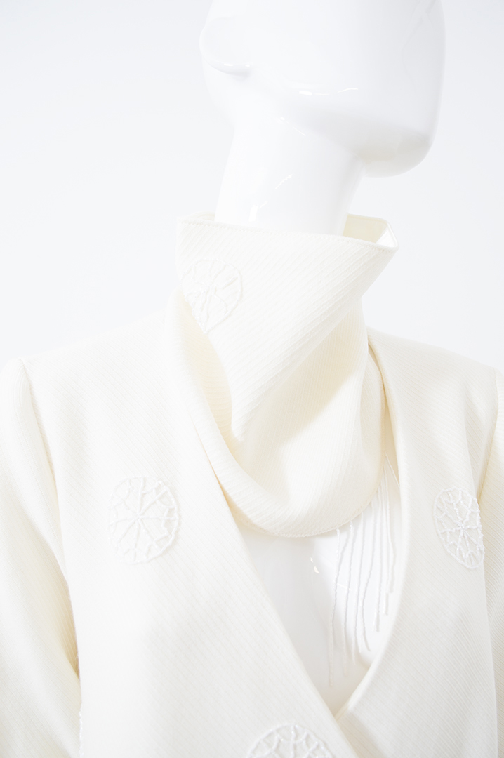 manteau blanc brodé 5