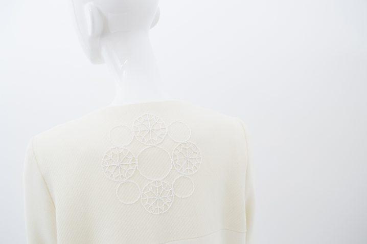 manteau blanc brodé 6