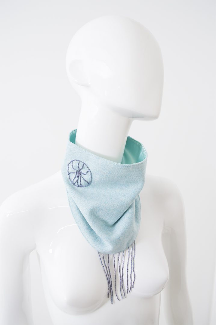 Foulard bleu lainage à franges